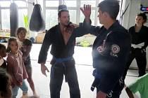 Druhý programový bod, který spolupořádal GB Draculino v pondělí 4. července v tělocvičně v Jiráskově ulici ve Frýdku, přilákal několik desítek dětí na brazilské Jiu-Jitsu.
