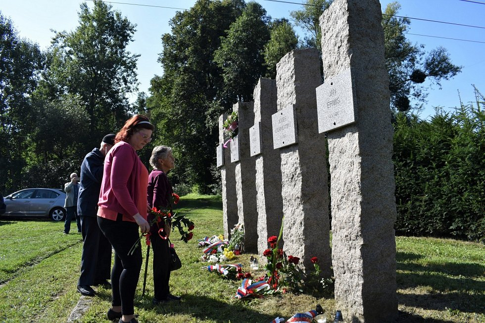 Památník v Lískovci.