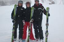 Zimní sezonu zahájili Antonín Kluz (vlevo), Magdalena Martynková a trenér Jan Jadamus (vpravo) na sjezdovkách v Norsku.