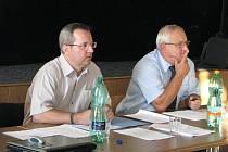 Stanislav Jakus (vpravo) si myslí, že rozpočtové provizorium je pro Jablunkov výhodné. Příjmy a výdaje města budou zastupitelé schvalovat až za dva měsíce.