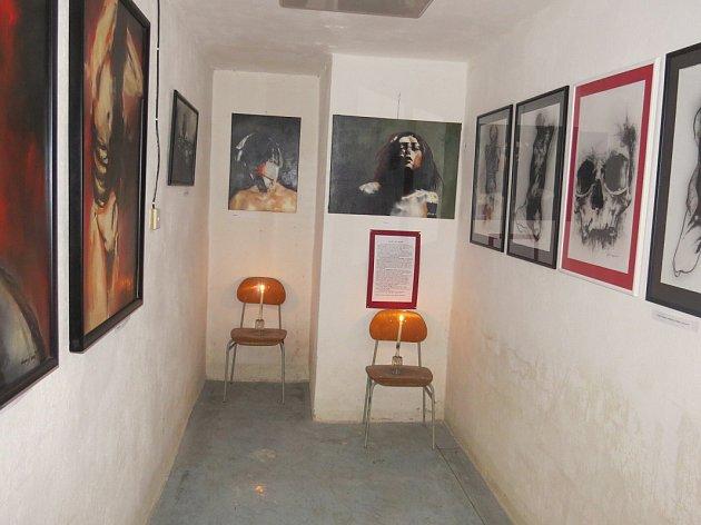 Bunkr pod 9. ZŠ ve Frýdku-Místku je do neděle místem výstavy nazvané Labyrinty.
