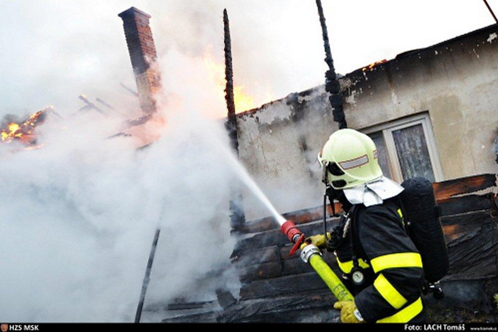 Požár domu ve Starém Městě.