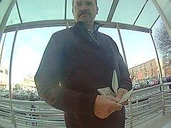 Poznáte muže na snímku z videozáznamu?