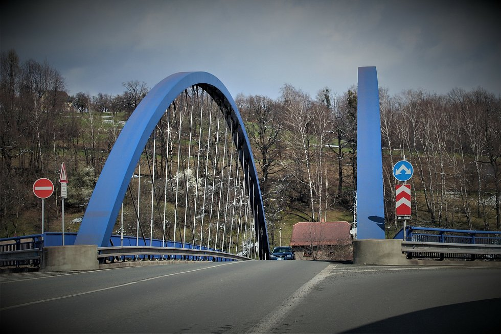 Mimoúrovňový nadjezd do průmyslové zóny v Třinci.