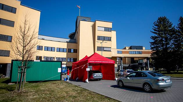 Ve frýdecko-místecké nemocnici dnes funguje i jedno z odběrových míst v kraji.