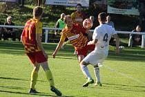 Fotbalisté divizního Frýdlantu nad Ostravicí (žluto-červené dresy) zvítězili v domácím prostředí nad karvinským B týmem 1:0.