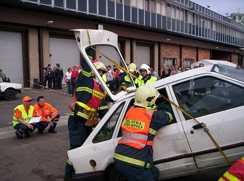 Třinečtí hasiči v akci. Ve vyprošťování patří mezi absolutní českou špičku. Ilustrační snímek.