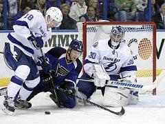 Útočník Tampy Bay Ondřej Palát (zcela vlevo) už patří mezi respektované hráče NHL. Momentálně se však připravuje s druholigovými hokejisty HC Frýdek-Místek. Ilustrační foto.