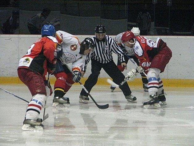 Hokejisté Frýdku-Místku hostili v přípravném utkání na svém ledě druholigový Prostějov.