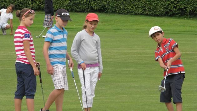 Malí golfisté při tréninku v Čeladné.