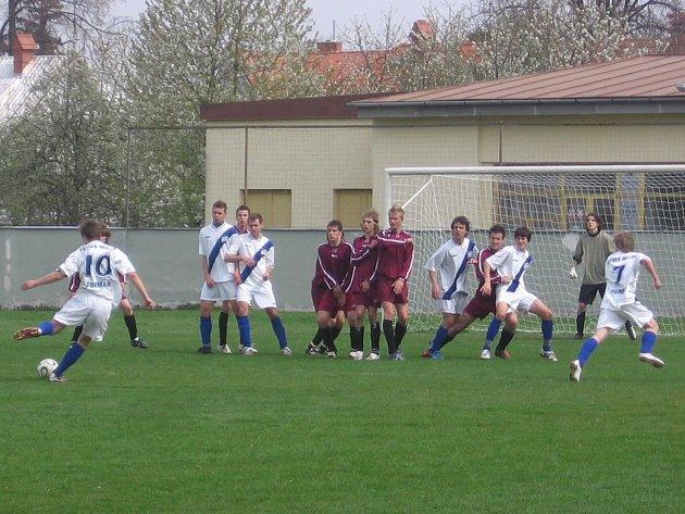 Frýdecký fotbalový dorost na půdě soupeřů v Uničově.