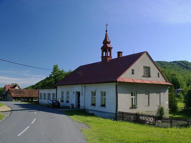 Obecní úřád v budově bývalé školy.