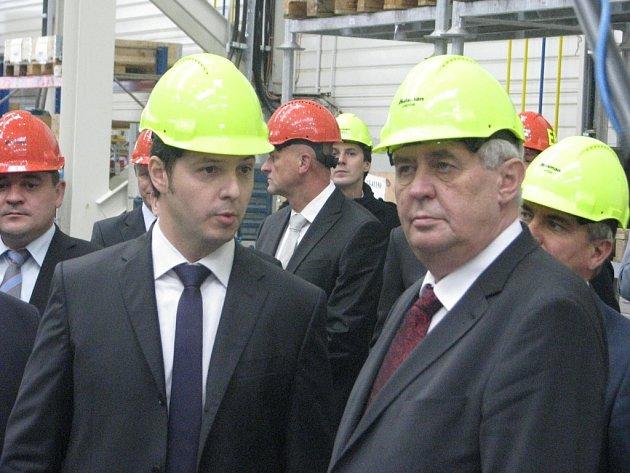 Prezident Miloš Zeman v areálu firmy Huisman Konstrukce ve Sviadnově.