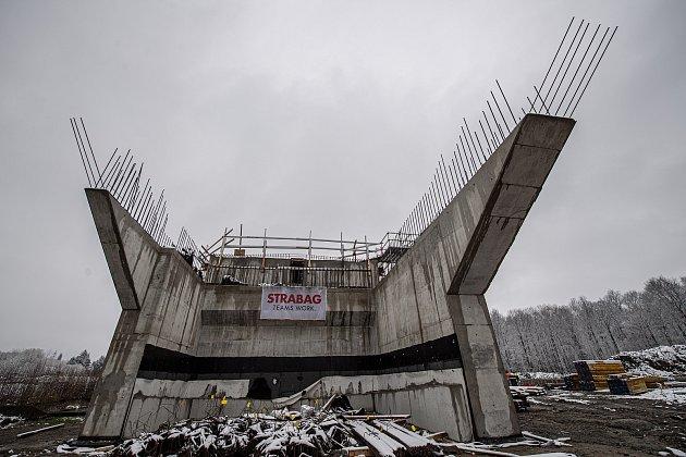 UDobré na Frýdecko-Místecku pokračovala 13.dubna 2021výstavba obchvatu města Frýdku-Místku (II. etapa).