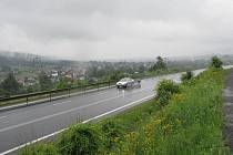 Silnice v Mostech u Jablunkova poblíž hranice se Slovenskem. Ilustrační foto.