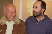 Jindřich Kuchejda (vpravo) se v Hnojníku setkal i se svým kamarádem Ludvíkem Wojnarem z Nebor. Wojnar se stal v pětašedesáti letech nejstarším mořeplavcem v regionu.