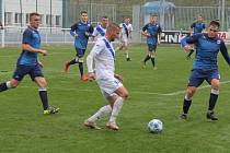 Fotbalisté Frýdku-Místku (v bílém) si na domácím trávníku poradili s Vyškovem 1:0, když jediný gól střetnutí vstřelil útočník Jakub Teplý.