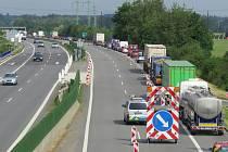 Omezení na D56 z Frýdku-Místku způsobilo řidičům značné zdržení.