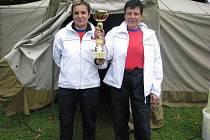Fojtův běh na lašský Říp – horu Čupek během Lašských olympijských her vyhrálo duo Dana Zbochová a Pavla Brožová (na snímku).