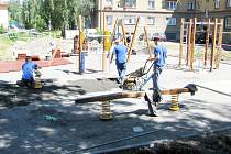 Na sídlišti Spořilov ve Frýdku-Místku vzniká v současné době nové dětské hřiště. Město plánuje hřiště i v jiných místech.