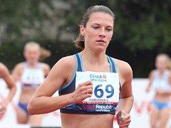 Slezanská atletka Veronika Siebeltová dokázala v Praze obhájit svůj loňský triumf v běhu na 3000 m překážek a stala se znovu republikovou šampionkou.