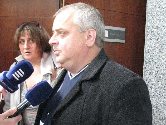 Soudy uzavřely kauzu zmanipulované veřejné zakázky v Hnojníku. Odsouzeno bylo pět mužů, mimo jiné hnojnický starosta Miroslav Molin (na snímku).