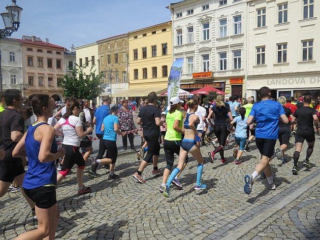 Běh mezi náměstími z Místku do Frýdku a zpět.
