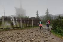 Na Lysou horu lze vystoupat i s průvodcem.