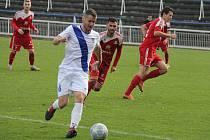 Třetiligoví fotbalisté Frýdku-Místku (bílé dresy) zakončili svou podzimní pouť MSFL na třetím místě. Na vedoucí Blansko tak ztrácí Valcíři pět bodů.