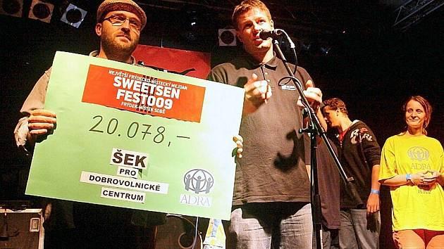Návštěvníci festivalu darovali v roce 2009 dobrovolnickému centru přes 20 tisíc korun.
