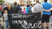 Demonstrace za nezávislou justici a proti vládě ve Frýdku-Místku, 28. května 2019.