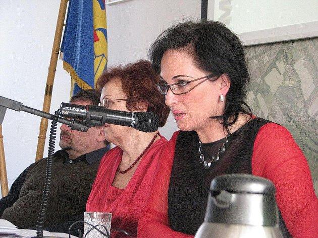 Starostka Věra Palkovská říká, že přestože se žádosti o granty podávají do 31.prosince, někdo si vzpomene druhého ledna.