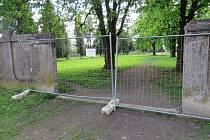 Do 31. května bude park uzavřen, stojí na ceduli informující o opravě.