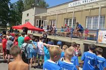 K důstojným oslavám 90 let TJ Sokol Hnojník přispěli i malí fotbalisté. Sobotního turnaje přípravek se zúčastnilo šest týmů, prvenství patřilo hráčům HC Oceláři Třinec. Součástí oslav byl i tenisový turnaj ve čtyřhře.