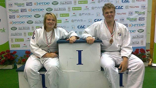 Jediní medailisté české výpravy z Gyeőru, Marie Dužíková a Jan Král.