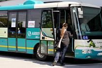 Moderní elektrobus, který je určen pro zkušební provoz na linkách MHD Třinec, si mohli zájemci prohlédnout o víkendu na parkovišti před halou STaRS.