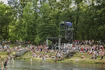 Sweetsen fest 2017 začal netradičním koncertem u řeky Ostravice ve Frýdku-Místku.