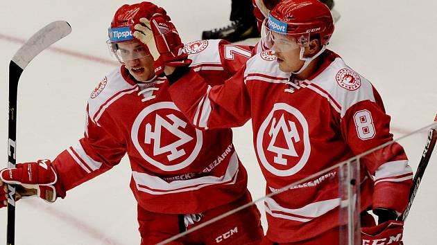 David Kofroň (vlevo) bojuje o šanci v týmu Ocelářů.