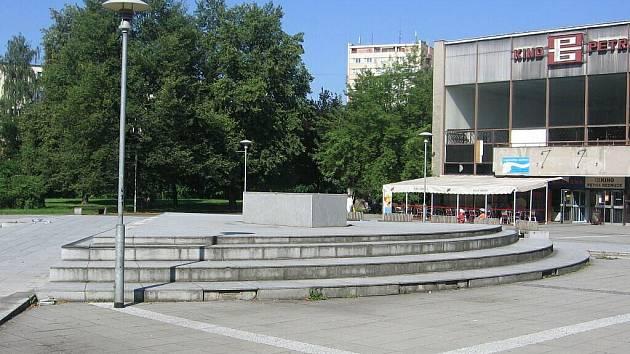 Prázdný podstaven na náměstí Evropy v Místku.