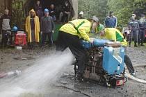 Družstvo dobrovolných hasičů z Ostravice na předloňském ročníku Memoriálu Ladislava Gureckého a Karla Hovjackého trochu bojovalo s technikou.