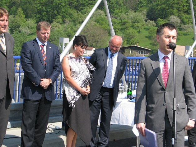 Gustáv Slamečka (vpravo) je už třetím ministrem dopravy, který se zabývá obří peticí k silnicím na Třinecku. Spoluautor podpisové akce Adolf Bolek zůstává skeptický.