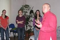 Studenti psychologie se v čeladenském Beskydském rehabilitačním centru vzdělávají netradičním způsobem.