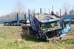 Zásah hasičů u nehody kamionu a osobního automobilu v Bašce.