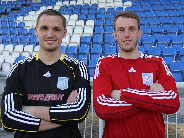 Tři bílé tyče třetiligových fotbalistů MFK Frýdek-Místek hájí vtéto sezoně odchovanci ostravského Baníku Ondřej Prepsl (vlevo) a Jiří Hlaváč.