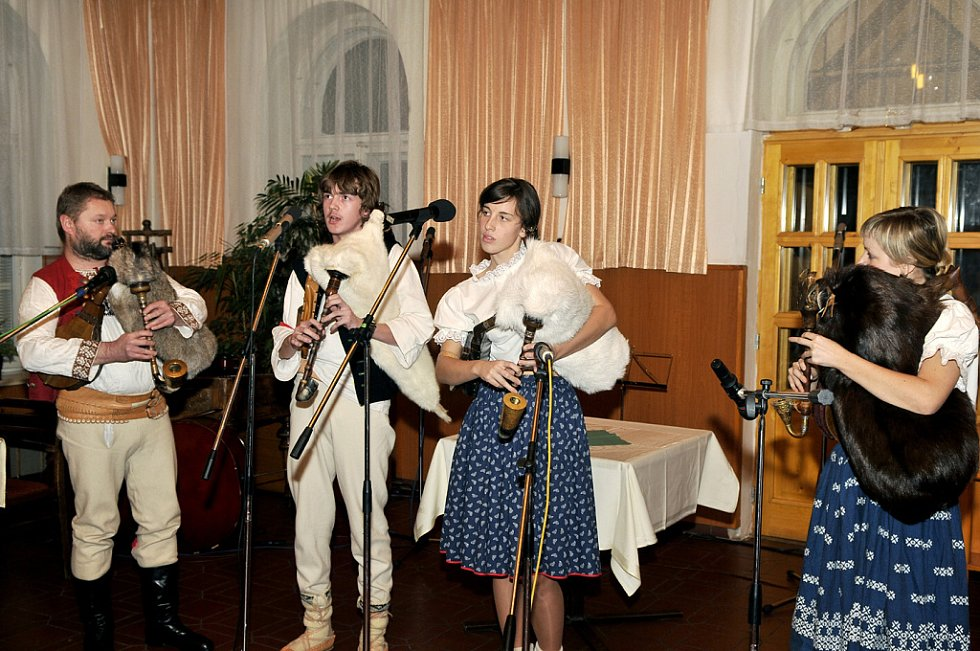11. ročník Gajdy festu se konal v sále restaurace Zobawa v Třinci. Gajdošská kapela Jury Zogaty z Hrčavy.