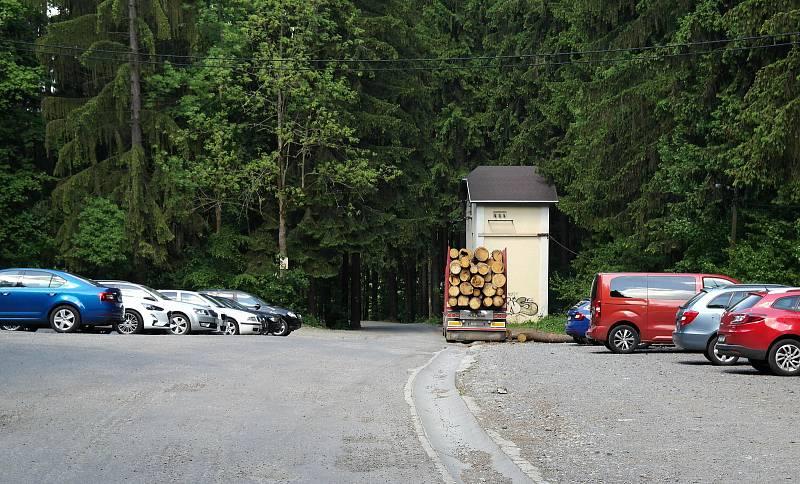 Okolí transformátoru nad Ostravicí (pod Lysou Horou).