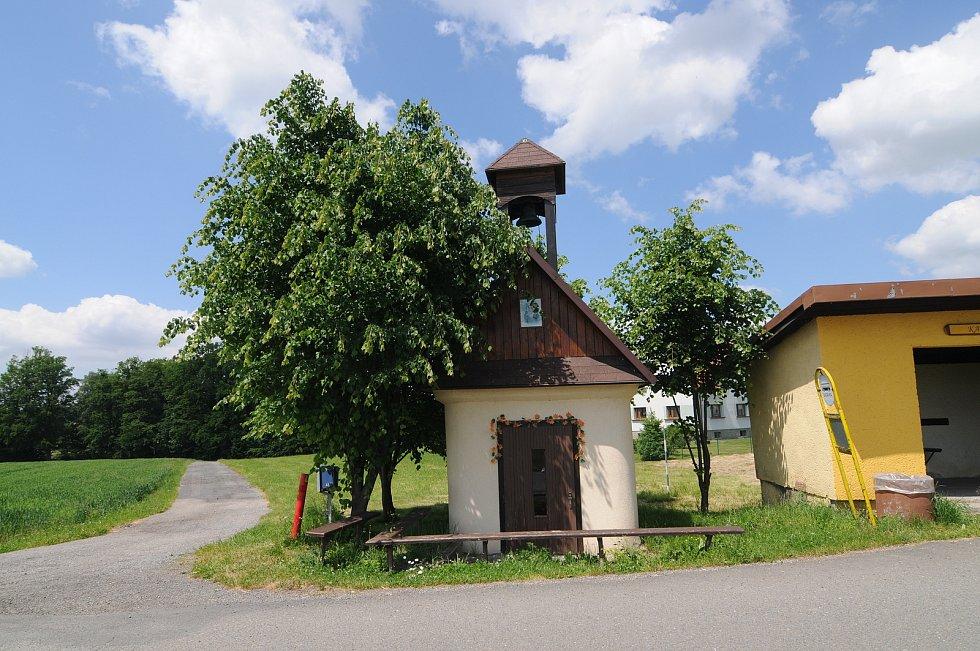Kaplička v Horních Domaslavicích.