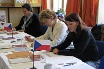 O bezproblémový průběh voleb v Metylovicích se staraly Radka Adámková (vpravo), Renata Spustová (uprostřed) a Klára Horváthová.