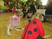 Dětský maškarní ples v Metylovicích.