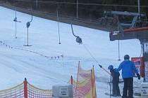 V Palkovicích se i o slunečném víkendu lyžovalo.